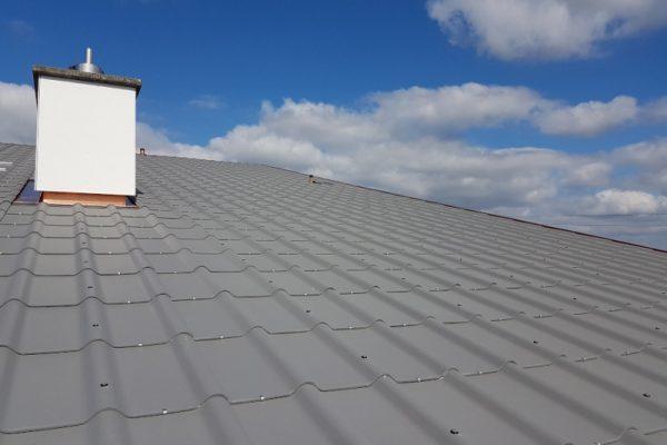 Zimmerei Dach mit Eternit grau