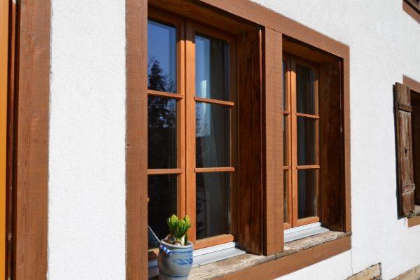 Holzfenster rustikal 2 800x530 o5w3d5m94zovjnc13hxw4g9h3dyh4eahfroyl3dv34 - Fenster