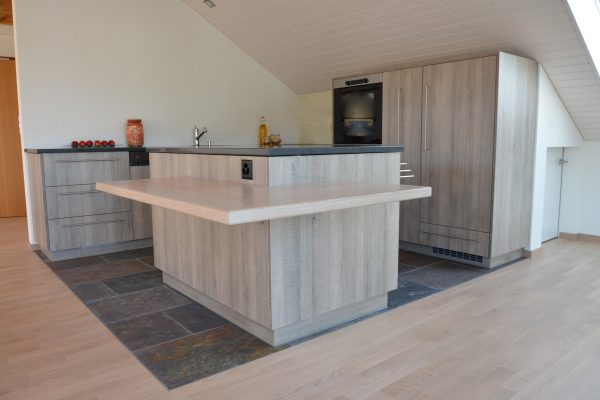 Küche in Dachschräge offen