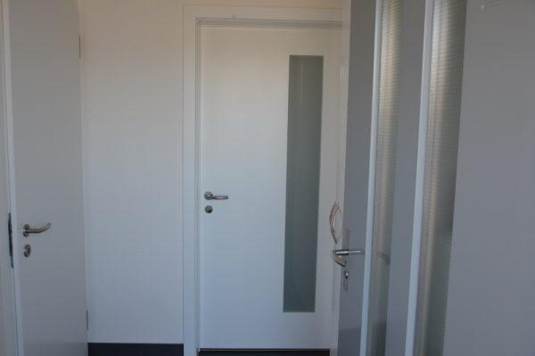 Wohnungstüre weiss Glas lang 2 800x530 o5w3sm2piwumgsvqu6h14jucrhrrp7nkw9weowgsrk - Innentüren